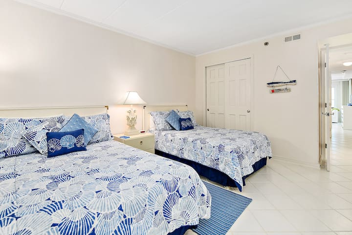 Large 2nd bedroom with 2 double beds.