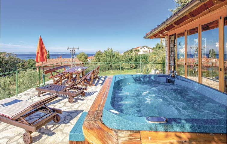 Holiday apartment with 3 bedrooms on 100m² in Rab