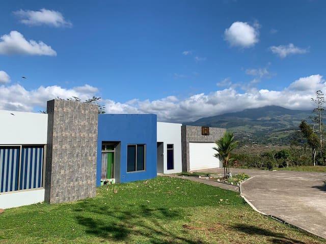 Excelente Casa con Vista a las Montañas, espaciosa