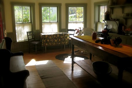 Antique Farmhouse: Mad River - Waitsfield - House