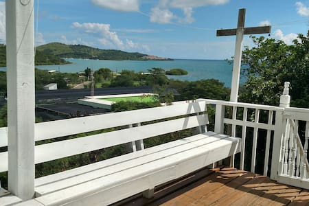 2 BR House Beautiful Views+Beach Accessories &WiFi