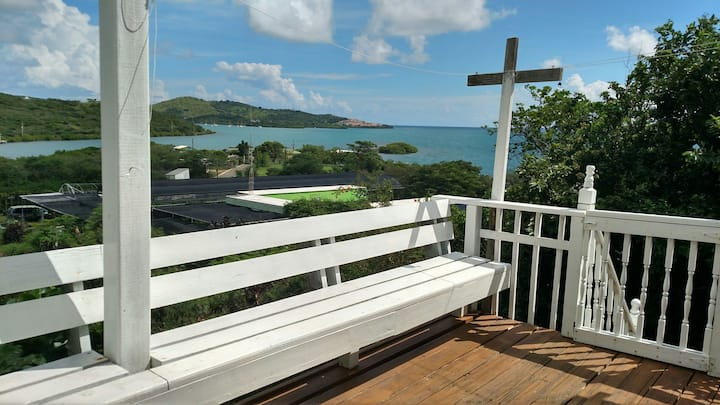 2 BR House Beautiful Views+Beach Gear WiFi Netflix