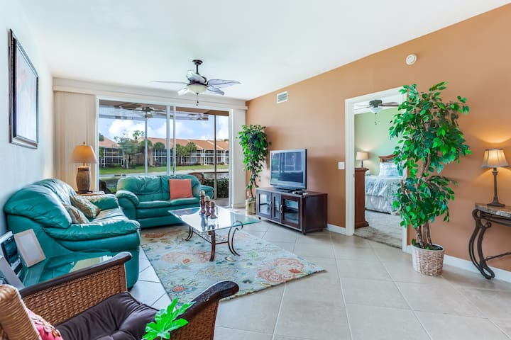 Gorgeous condo in gated community near the heart of Naples w/ shared pool & more