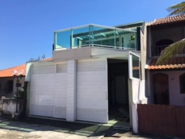 Casa Barra de Maricá em frente ao mar.