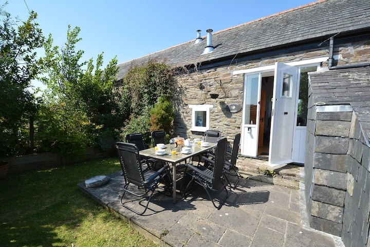 Swallow's Roost - A  charming barn conversion near Looe. Pet-friendly.