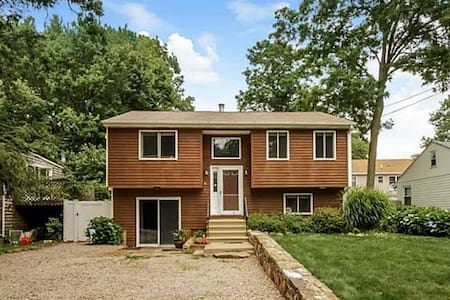 Quiet family friendly, single house - Narragansett