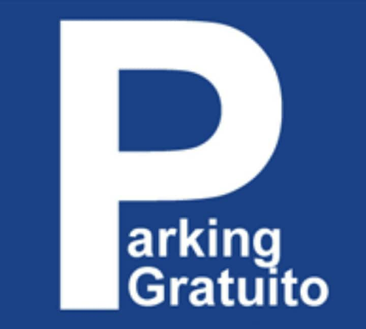 Parking público gratis. Vistas. WIFI. 700m Casco