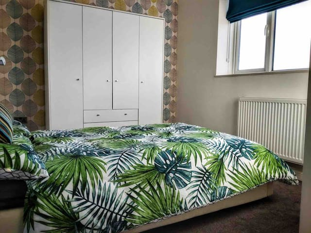 Bright double room next to Blackheath station