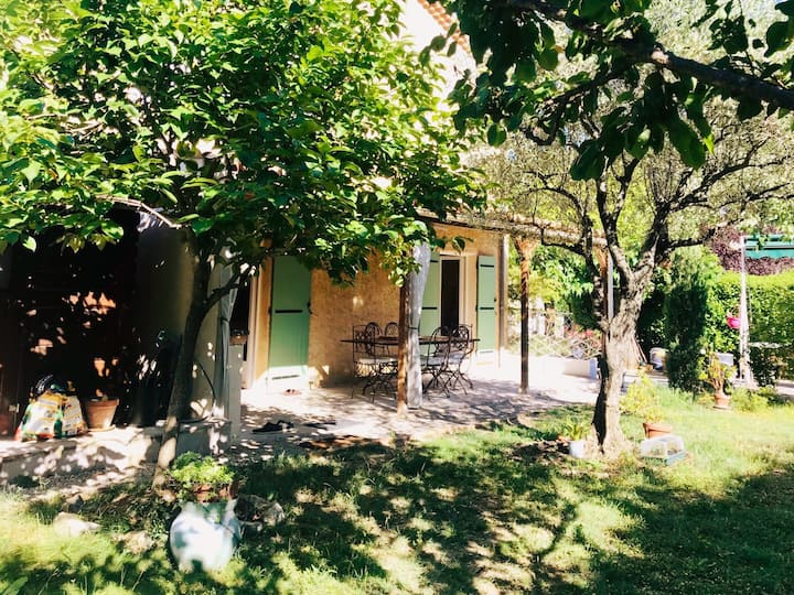 House with marvellous garden, near Center Vaison