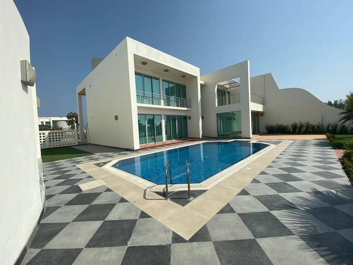 Luxury Sea Front Villa at Durrat Al Bahrain
