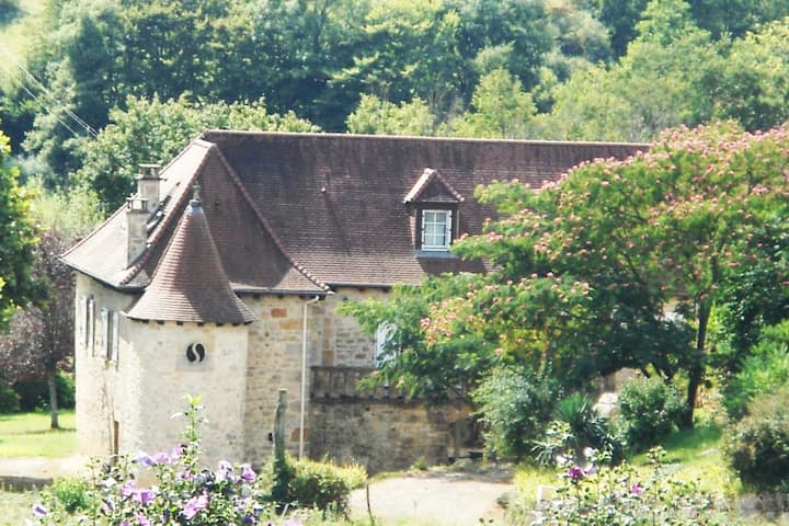 Beautiful house and pool - gates of the Perigord