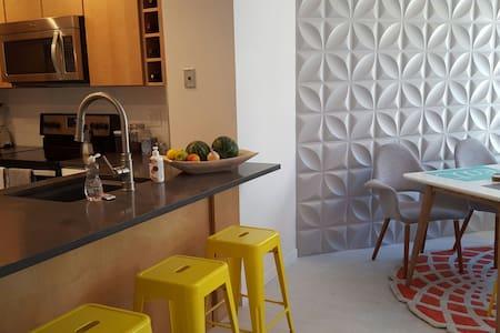 Light-Filled Designer Apartment - Flat