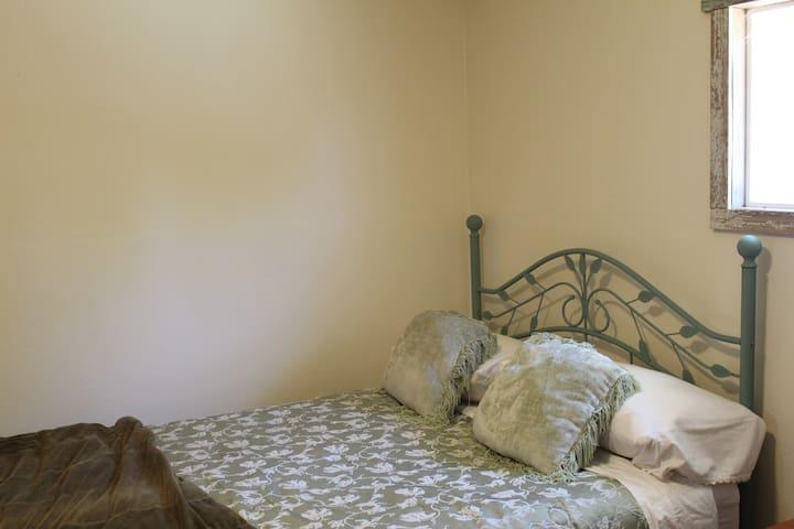 Ballard Hill Ranch Los Olivos Barn room stay
