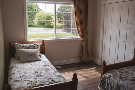 Cozy Room, Great Location, Close to Attractions