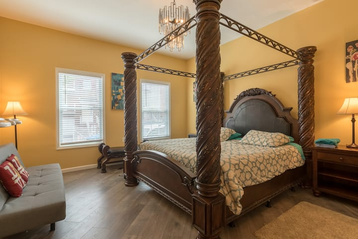 King Size Bed One Bedroom Apartment C2