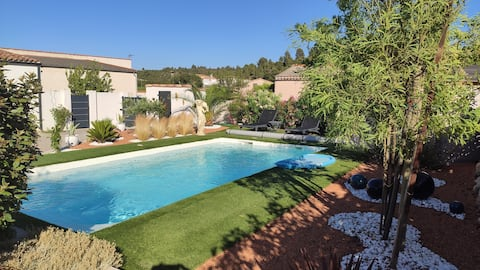 Joli studio dans villa avec piscine près de la mer