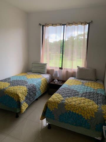 Room #3 / Cuarto #3
