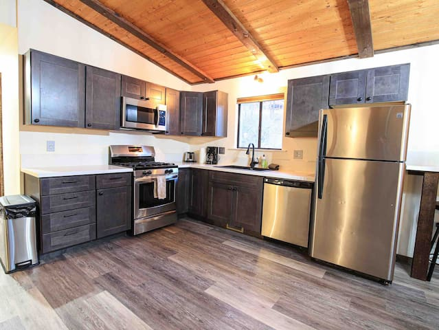 Perfect for Families- 2.5 Miles to Lake