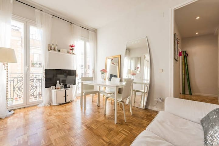 Beautiful room in Madrid Center! :)