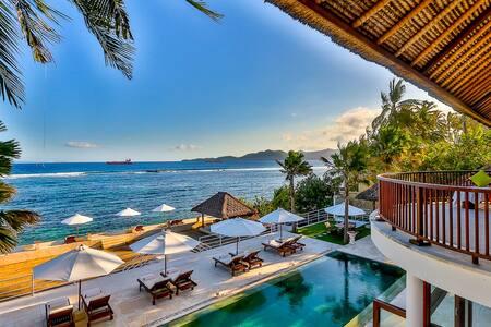 Great Beachfront 4bdrs villa - Villa Jukung - Manggis