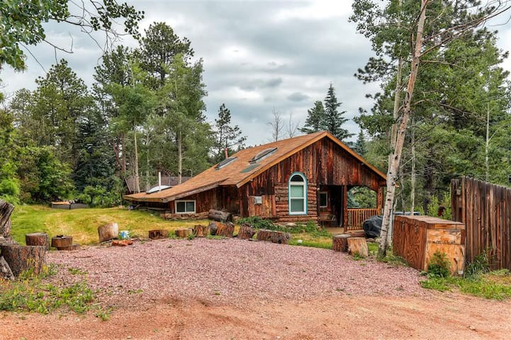 Starry Nights - Rustic 2BR + Studio 1BR Cabin - Green Mountain Falls - Stuga