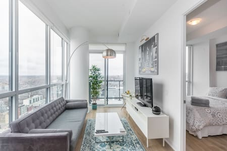 Corner unit penthouse heart of downtown Toronto!!!