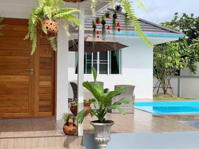 全新独栋泳池别墅 宽敞安静环境好 免费接送机 可订中餐 可包车villa swimmingpool