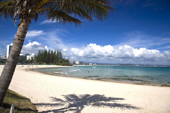 Pacific View unit 5 - Comfortable budget style, Beachfront Rainbow Bay Coolangatta