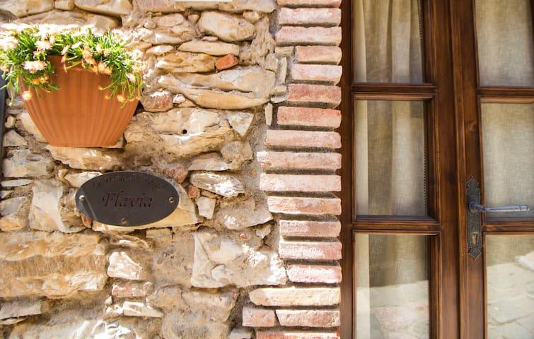 """""""Le Dame del Borgo"""" -Flavia"""