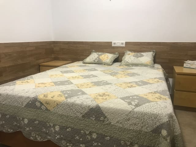Lovely room for 3 persons close to BCN airport