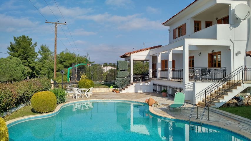 Villa with Wi-Fi, Air-Conditions and Swimming Pool