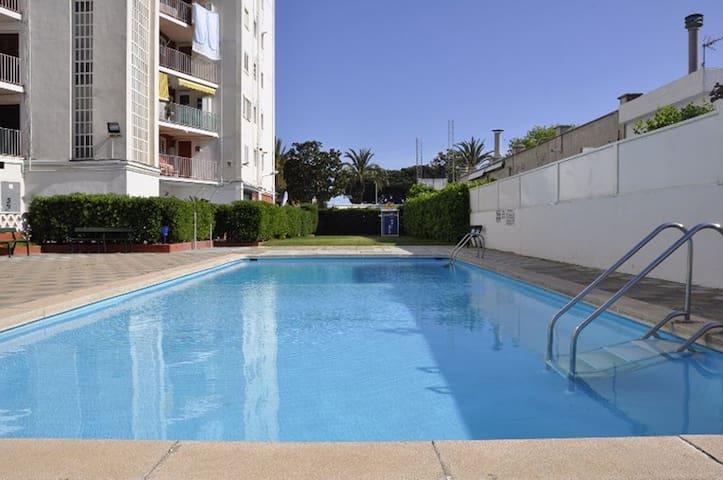 Apartamento, piscinas y vistas al mar en Malgrat