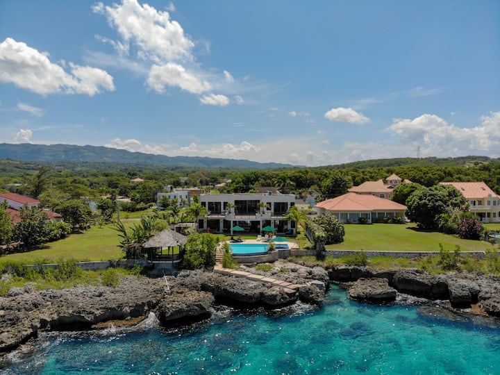 Luxury Villa on The South Coast - South Sea Escape