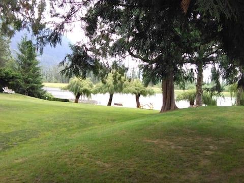 A true lakefront cottage on Hatzic Lk, Mission BC