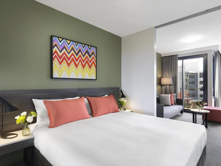 1-Bed apartment stroll from Sydney Airport