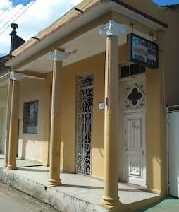 Hostal Doña Anita - Morón - Rumah