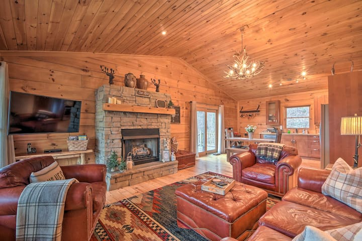 Cashiers Mountain Cabin Nestled on Taylor Creek!