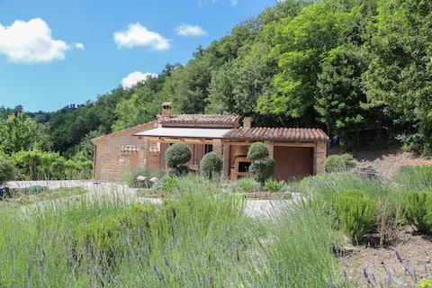 Casa Carina - stunning Le Marche villa sleeping 4