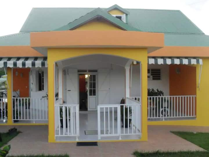 House with 2 bedrooms in Sainte-Anne, with enclosed garden and WiFi - 5 km from the beach