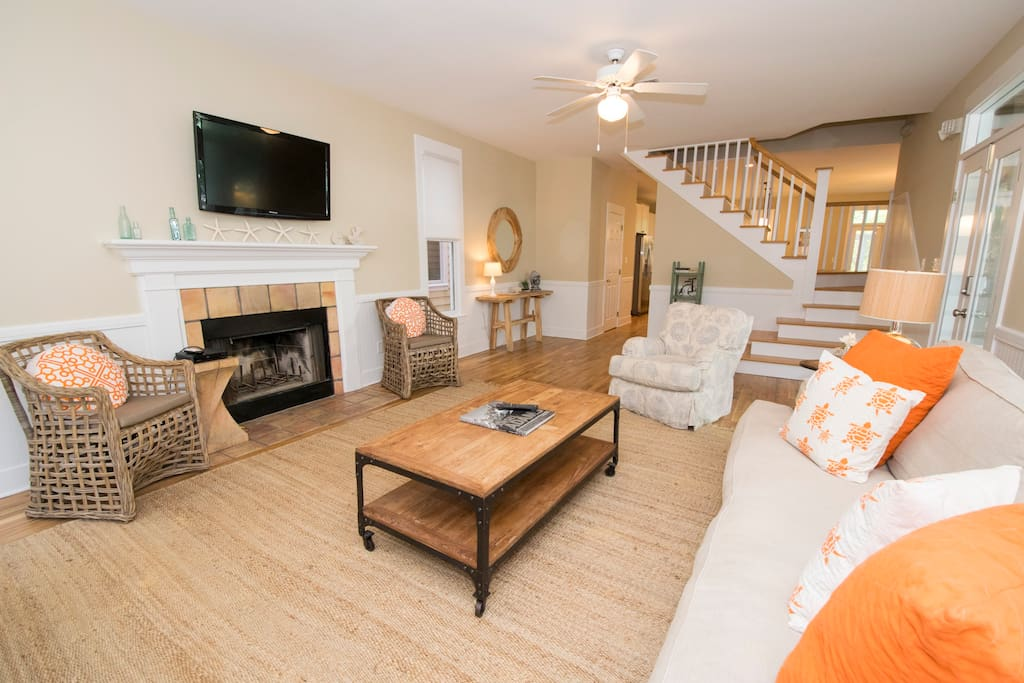 Fireplace,Hearth,Furniture,Bed,Bedroom