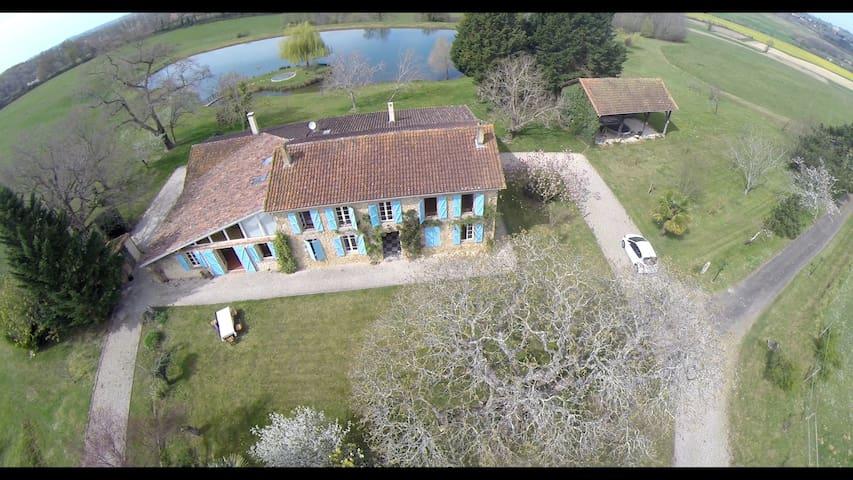 Grande bâtisse en pierre avec étang - Aignan - Hus