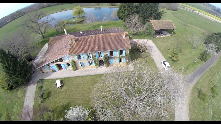 Grande bâtisse en pierre avec étang - Aignan - Casa