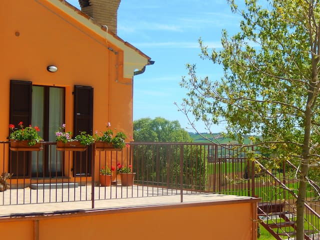 Your appartment in Country House with Spa - Orciano di Pesaro - Departamento