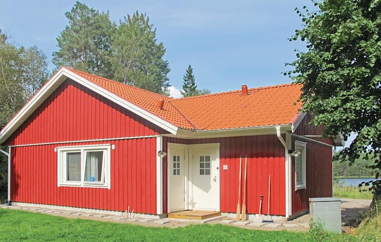 Holiday cottage with 3 bedrooms on 80 m² in Skepplanda