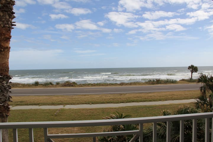 Beachhouse with gorgeous views - Flagler Beach