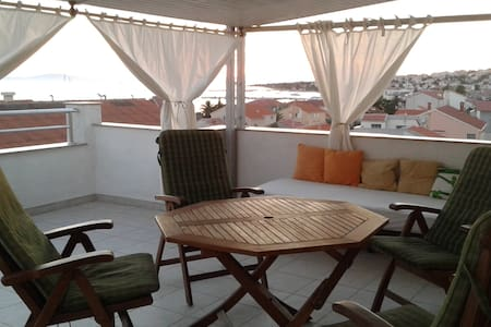 Beautiful flat in a strict center HIDEOUT 2017 - Novalja