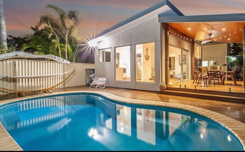 Private Pool - 700m to Beach - Modern Space
