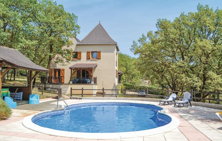 Beautiful home in Montgesty with WiFi, Outdoor swimming pool and 4 Bedrooms