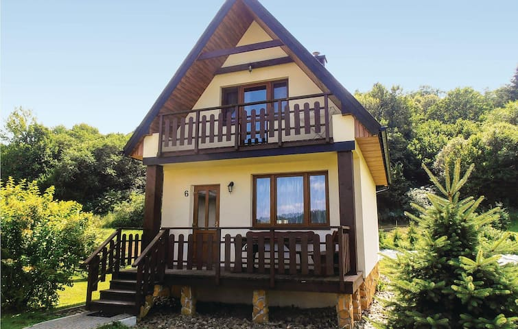 Holiday cottage with 2 bedrooms on 65 m² in Lesko
