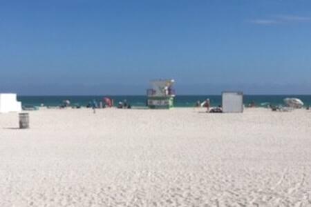 Ocean Front Miami Beach Listing - Miami Beach - Apartamento